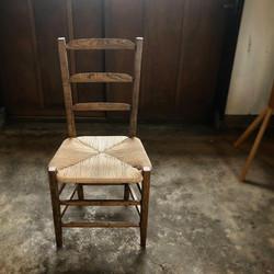 編み座面の椅子