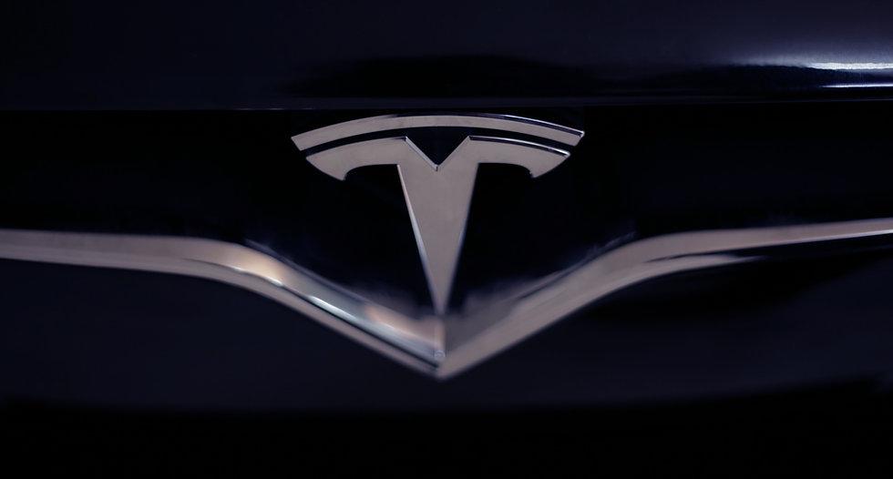 Tesla%20logo_edited.jpg
