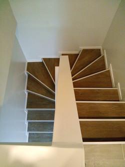 התקנת פרקט בחדר בחדר מדרגות