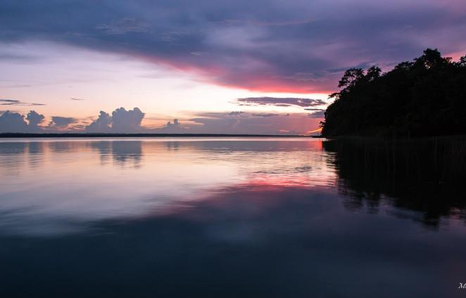 Lumières sur le lac Peten Itza