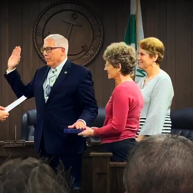 Bob Pecoraro taking the Oath of Office