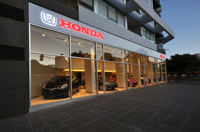 Honda-Briones-nuevo-showroom.jpg