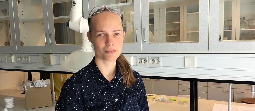 Aalto Prof. Jaana Vapaavuori in the laboratory.