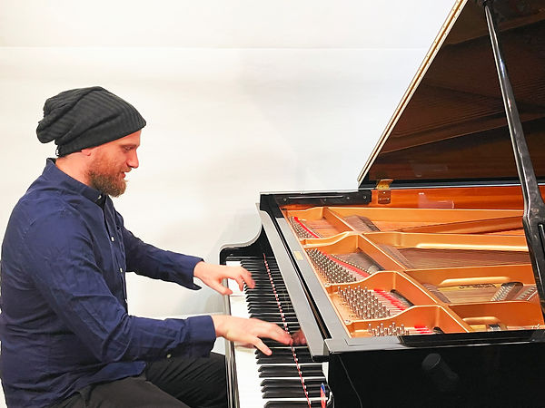 Tim Chernikoff playing piano zoom out.jpg