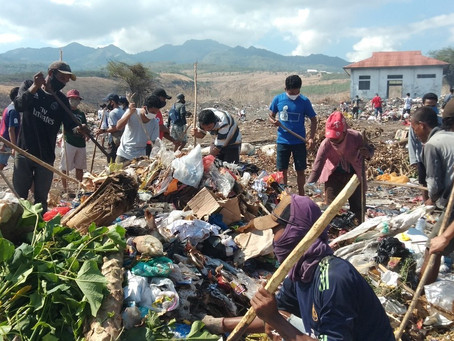 Peringati Hari Orang Miskin Sedunia, Frater Unit Gabriel Kunjungi TPA Wairi'i