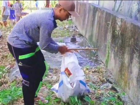 Komunitas Ledalero Pungut Sampah-Sampah Plastik