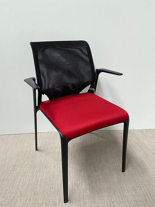 Krzesło Vitra Meda Slim Red seat Black base armrests