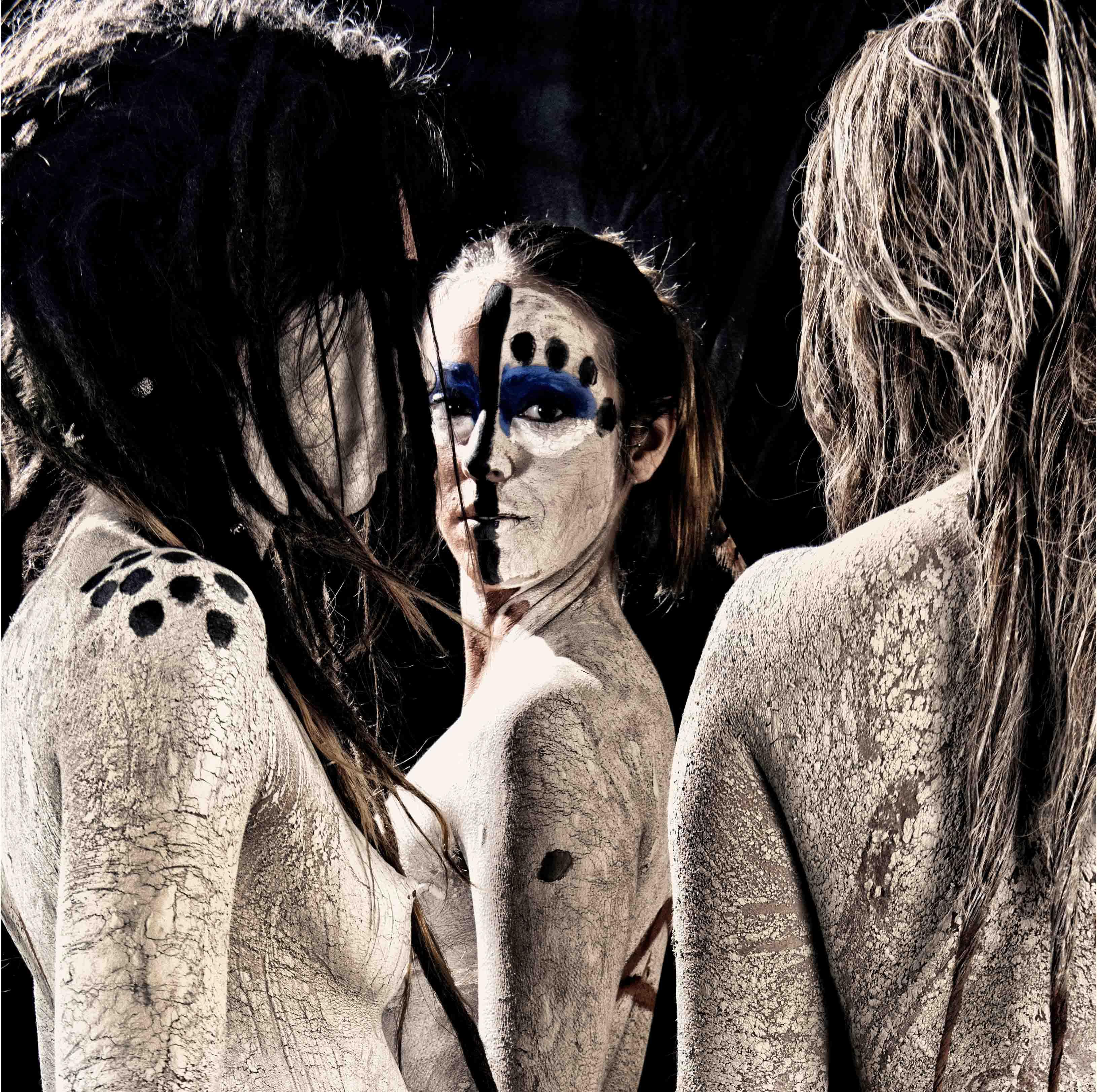 Tres Mujeres Tribales