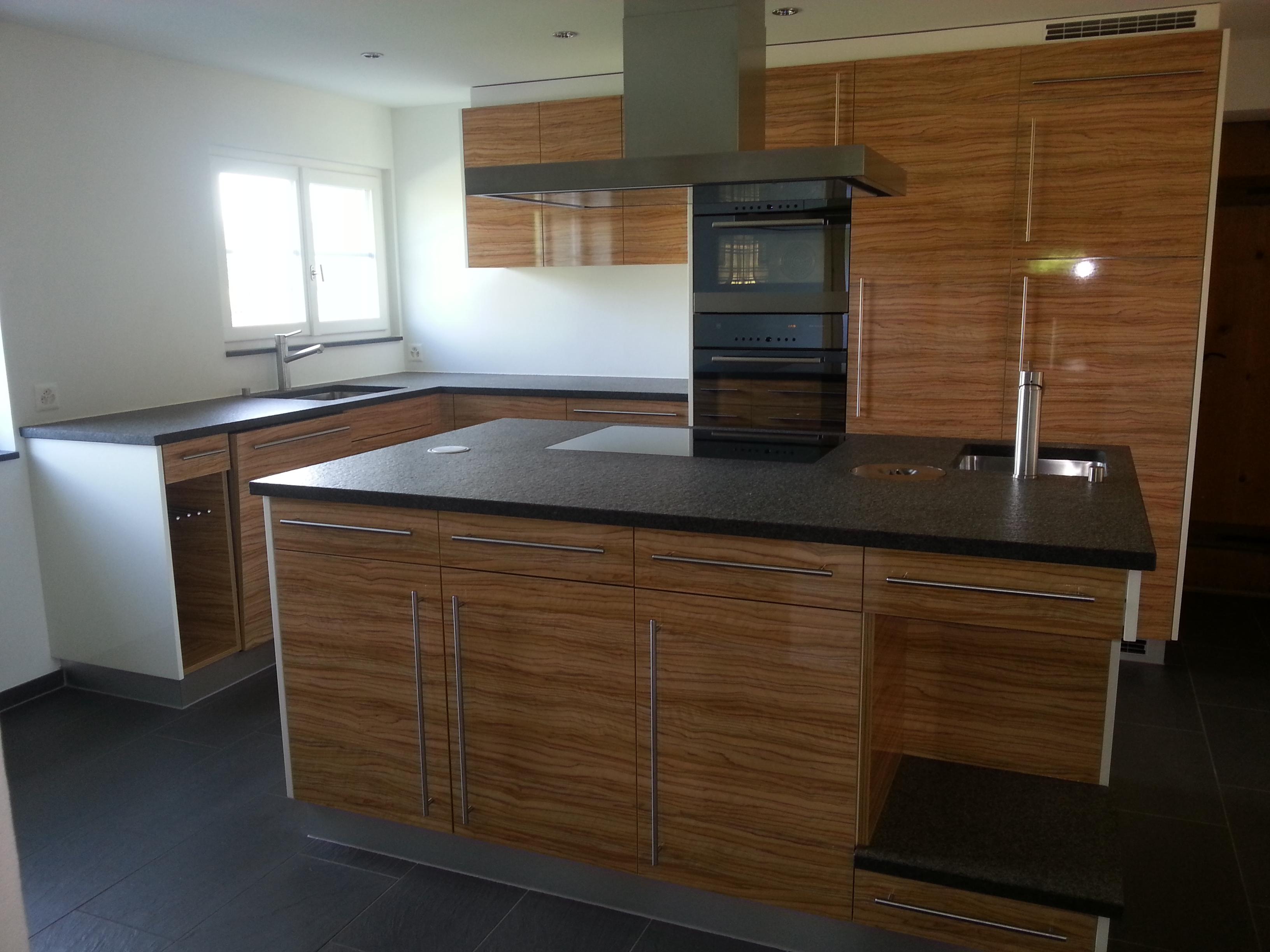 Küche vom Schreiner mit Holzfront