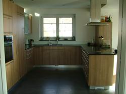 U Küche mit Holz
