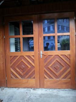 Doppeltüre aussen aus Holz