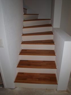 Treppe mit Auftritt in weiss