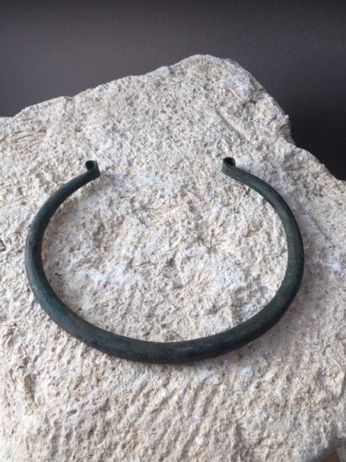 Bronzen Torque of halsring uit de Bronstijd