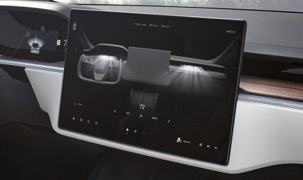 tesla-model-x-plaid-2021-central-console