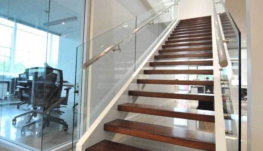Escalier bois moderne frene 2.jpg