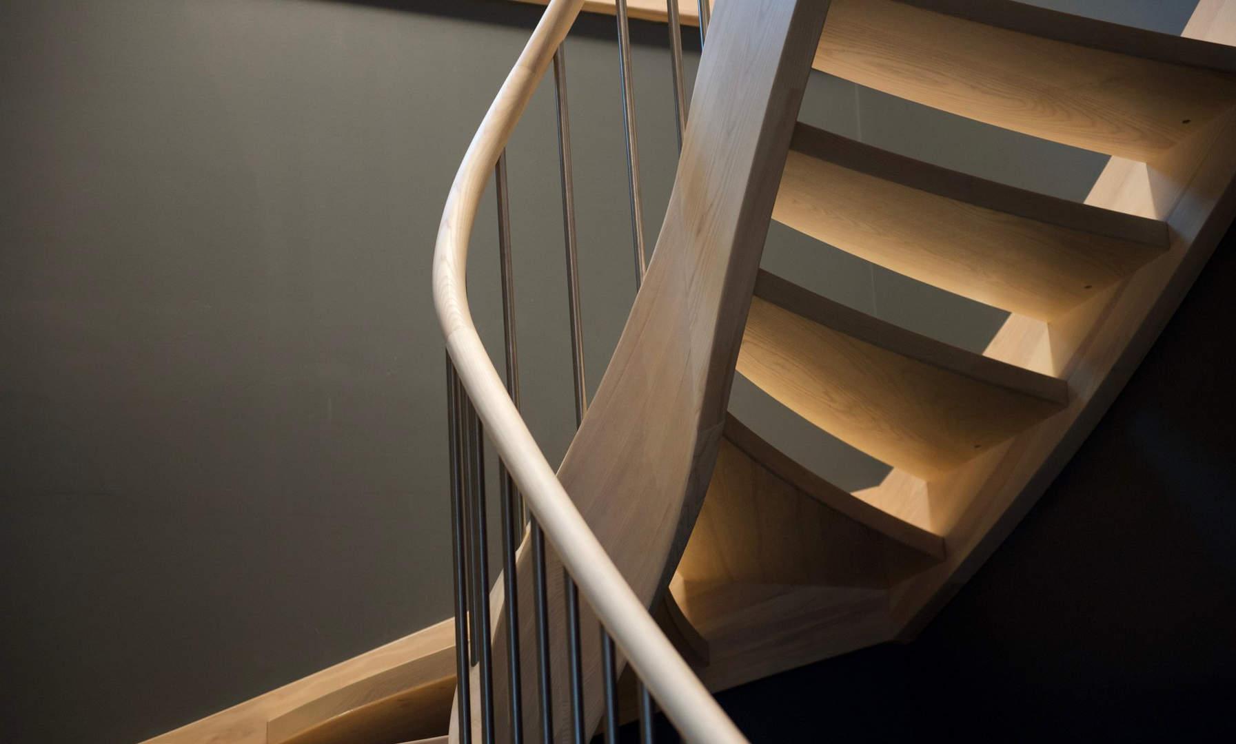 Escalier de frêne blanc blanchi et led intégrées