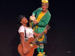 Girassula e Violinda: na estação do cora