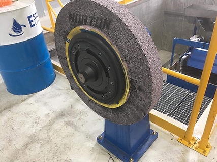 Roll grinder manual wheel balance