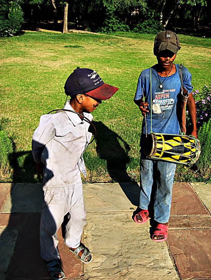 Resourceful street kids begging in a Delhi park.