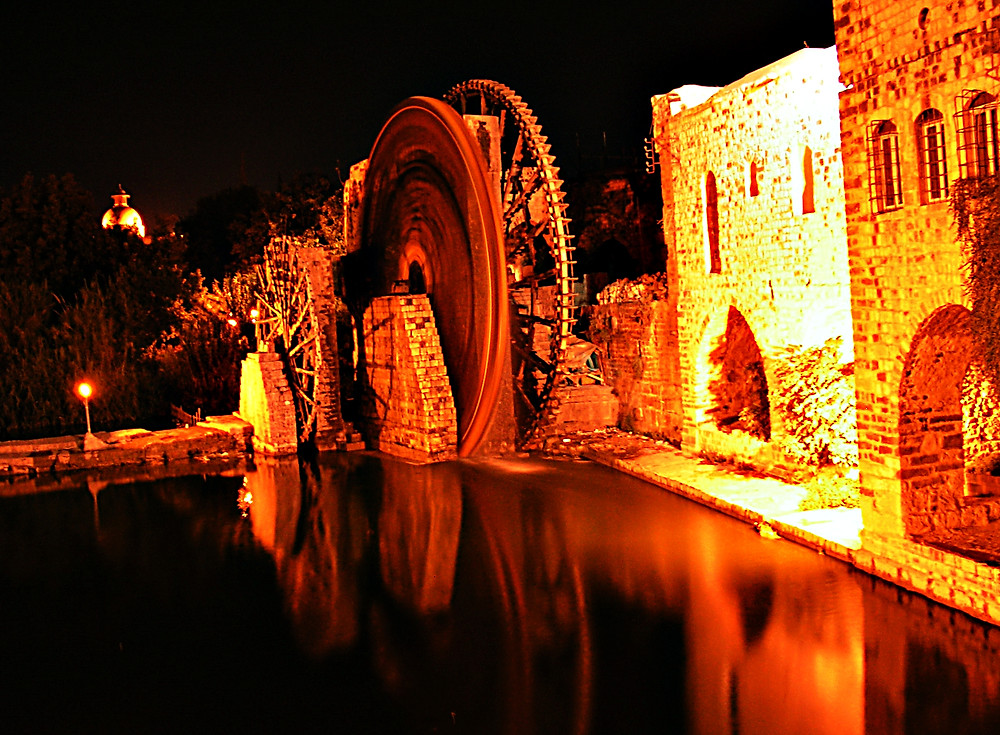 Hama: Noria by night, Syria