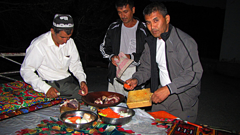 Preparing a traditional Tajik plov