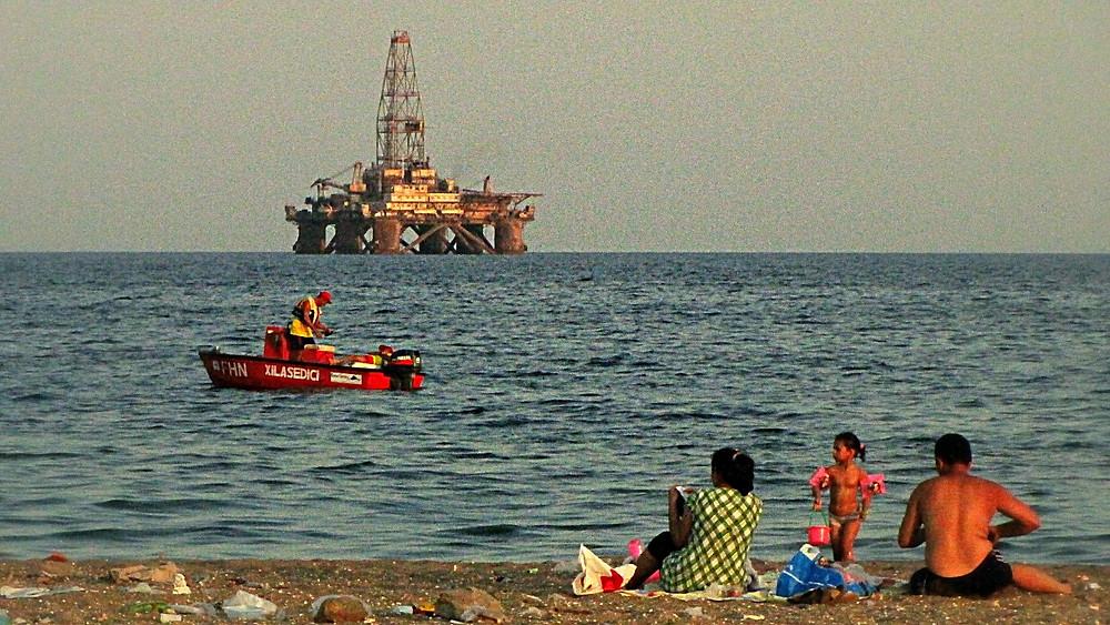Oil rig in the bay of Baku, Azerbaijan