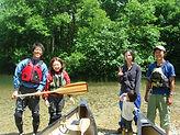 湖でカヌーのレクチャー