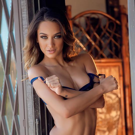 Uma Jolie 2.jpg