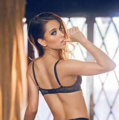 Uma Jolie 3.jpg