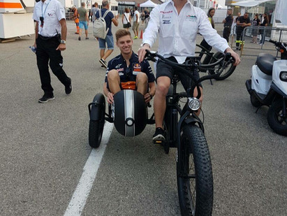 Moto GP Weltmeister im Beiboot