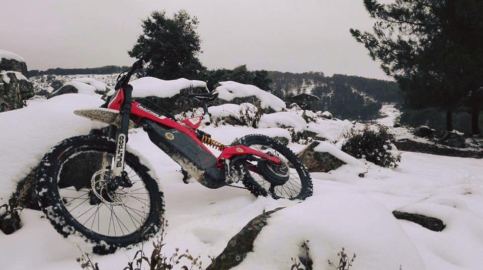 Mit der neuen Bultaco Brinco, eine Mischung aus Moto-Cross und E-Bike, macht selbst der Winter noch mehr Spaß!