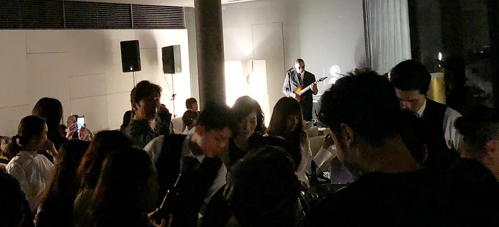 ミノッティの新作家具展での生バンド。インテリアコーディネーターのブログ。
