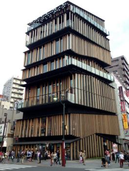 浅草の有名な建築 ASAKUSA KENGO KUMA