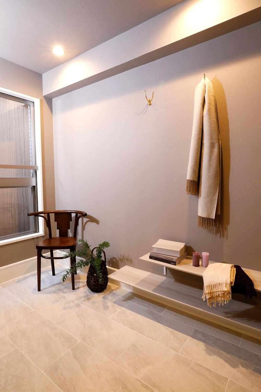 玄関が3畳もあるマンション販売中。ブティックのような玄関をデザインしました。インテリアデザイナーのブログ