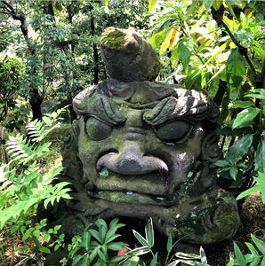 東京青山の根津美術館の庭園は、深い緑や苔で覆われています。都会のオアシス。5月にはカキツバタも満開に。ブログ