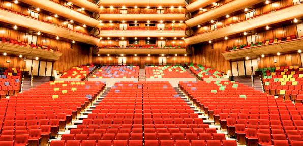 東京文化会館のシートの色がカラフルなのはお花畑をシメージしたからー!インテリアコーディネーターのブログ