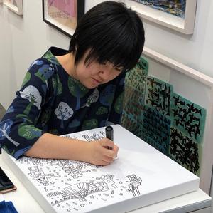 下絵も無しにアートを描いていく様子。アートフェア東京2019にて。インテリアコーディネーターのブログ