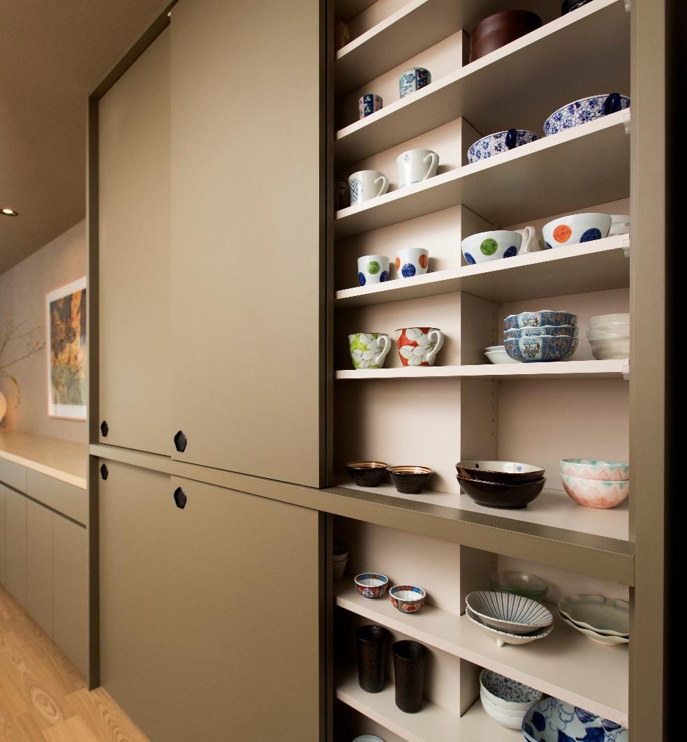 オーダーキッチン実例 引き戸のカップボードの使い勝手をリアルに語る。