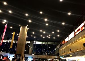 東京文化会館は1961年に前川國男氏設計で建てられました。照明が星のようです。インテリアコーディネーターのブログ