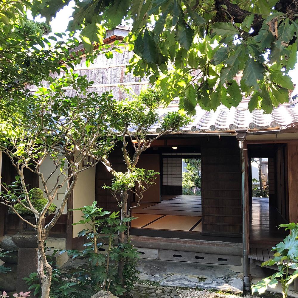 伊勢河崎の古い建物。明治に建てられた茶室。インテリアコーディネーターの旅ブログ。