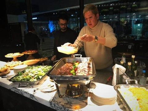 焼肉KINTANのオーナー鳴坂さん。藤井さんのトークショーにて、美味しいお肉料理が。インテリアコーディネーターのブログ