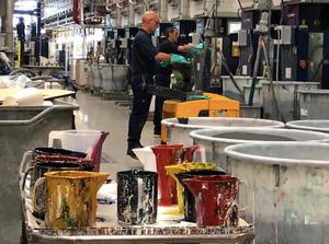 壁紙の塗料はほぼ無臭でした。工場視察したインテリアコーディネーターのブログ。