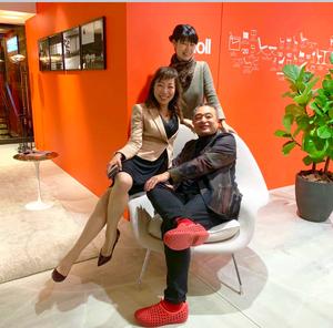 knollのショールームにて、寺田尚樹副社長と後輩とでサーリネンのうーむチェアーに!インテリアコーディネーターのブログ