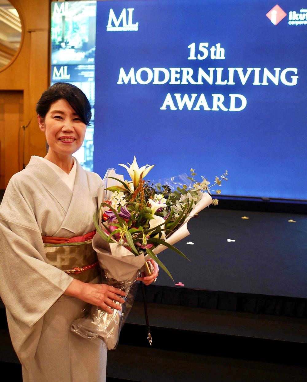 花束のプレゼント。モダンリビング のノミネートを祝っていただきました!