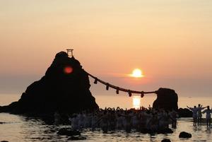 朝日を拝む二見興玉神社の夏至祭。インテリアコーディネーターのブログ。