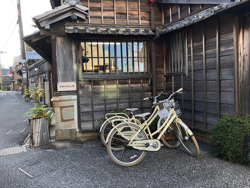 伊勢市駅から河崎の古い町並みへサイクリング。インテリアコーディネータの旅のブログ。