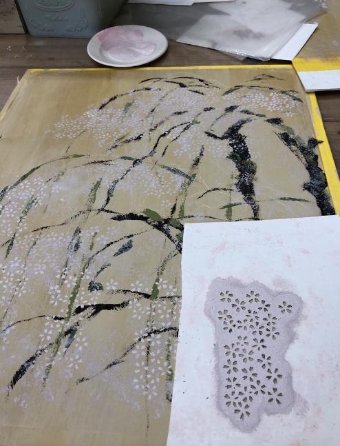 アーティストはやしまりこ先生の絵画教室で、しだれ桜を描いてみました。インテリアコーディネーターのブログ。
