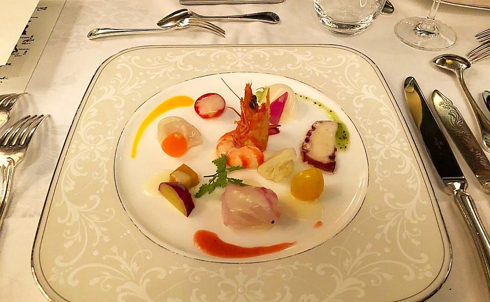 伊勢湾の海の幸の前菜。鳥羽国際ホテルのレストランにて。インテリアコーディネーターのブログ。