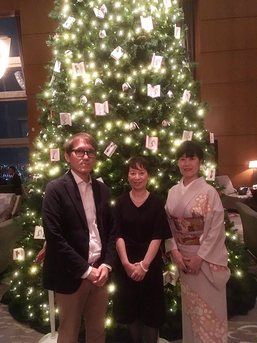 リッツ・カールトンのラウンジのクリスマスツリー。モダンリビング大賞の発表パーティーの日に。インテリアコーディネーターのブログ