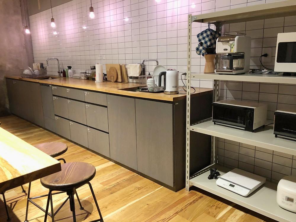 金沢 シェアホテルハッチのキッチン。インテリアコーディネーターのブログ。